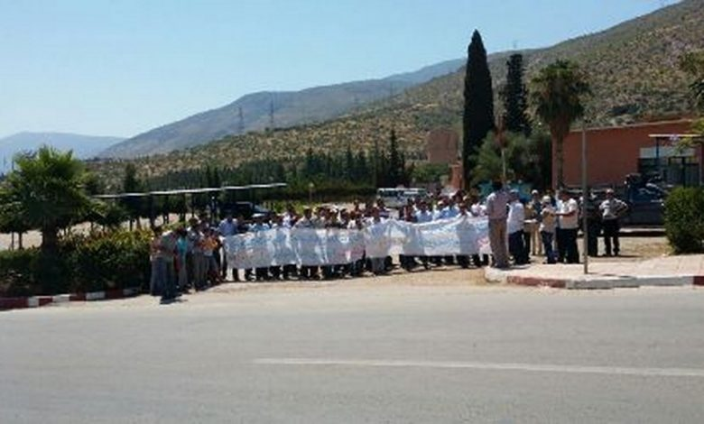 صورة عمال الطاقة  بافورار بإقليم ازيلال يحتجون ضد سياسة تفويت قطاع الكهرباء