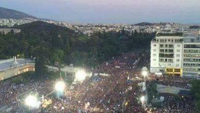صورة الاتحاد الديمقراطي للشباب المغربي:لا لدفع ديون الأخرين, كل التضامن مع الشعب اليوناني في سعيه لـوقف تسديد الديون.