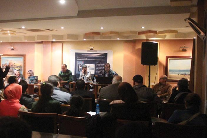 """صورة اطاك اسفي تقدم كتاب """" اتفاقيات التبادل الحر، اتفاقيات استعمارية ضد الشعوب"""""""