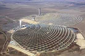 """صورة محطة ورزازات للطاقة الشمسية في المغرب: تفوق الرأسمالية """"الخضراء"""" و خوصصة الطبيعة."""